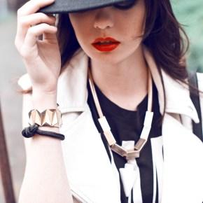 8 - смелый черно-белый вариант со шляпой и металлическими украшениями