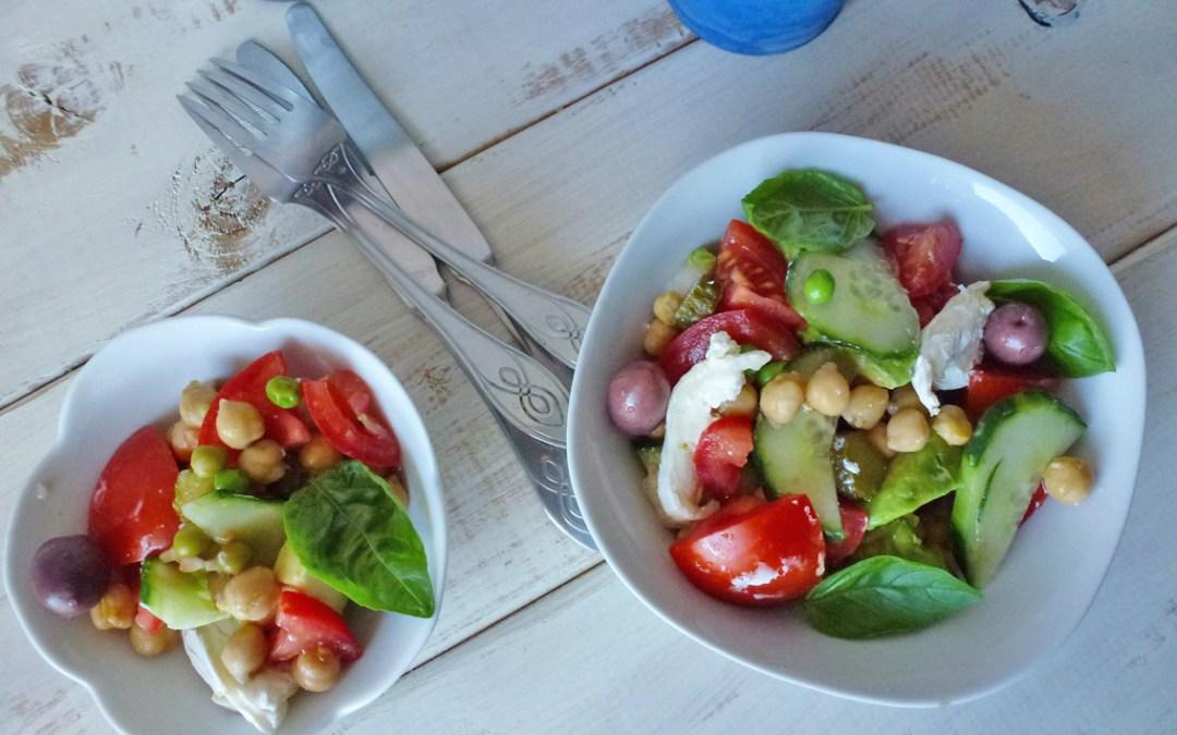 Salade toute simple avec pois chiche tomates concombre et ch vre kiwiforme - Salade de tomates simple ...