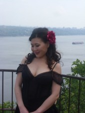 1330661536_by-the-river-2010-photoshoot