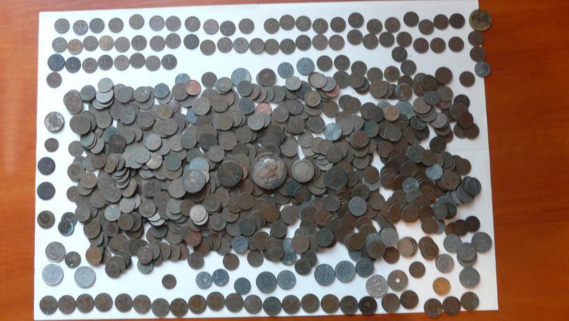 Клад монет на чердаке.
