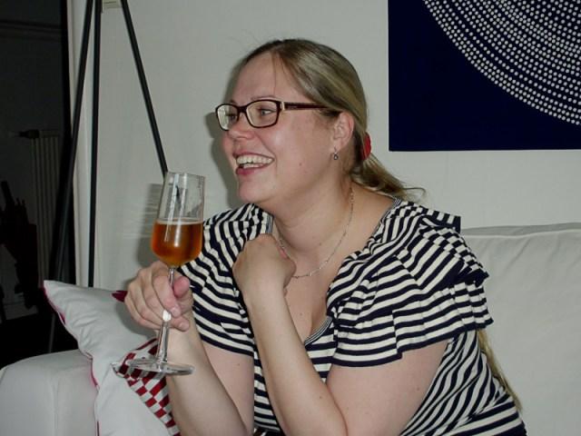 Vi är hos Johanna och firar hennes lyckade disputation, men det ser mer ut som ett barnkalas