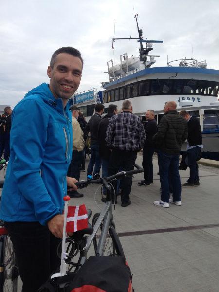 Wij moesten op pad met een Dannebrog. Verjaardag, namelijk (en een wannabe-Deen doet geen verjaardag zonder zn eigen vlag).