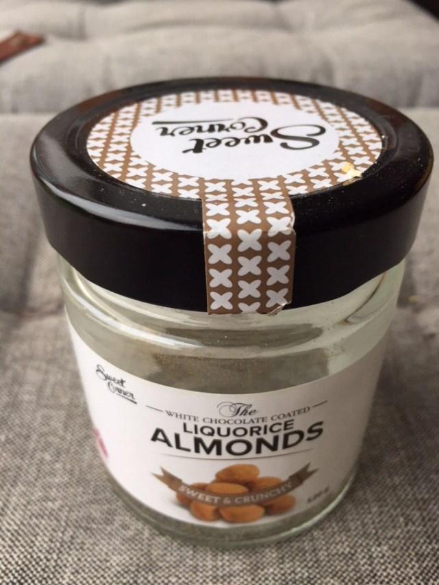 Lidl - White chocolate coated liquorice almonds (ook iets van 30 kronen)