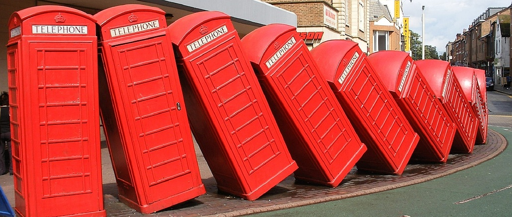 Englische Telefonzellen fallen um, Brexit