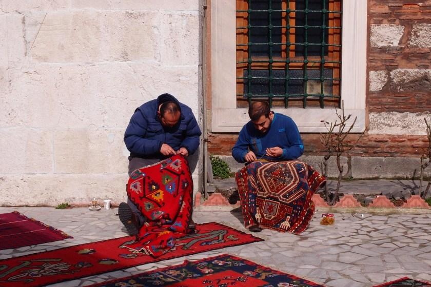 tkalci koberců u velkého bazaaru