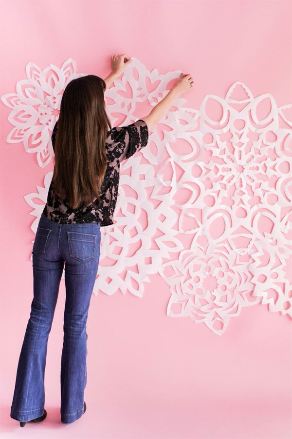 Pin Ups and Link Love: Giant Paper Snowflakes | knittedbliss.com