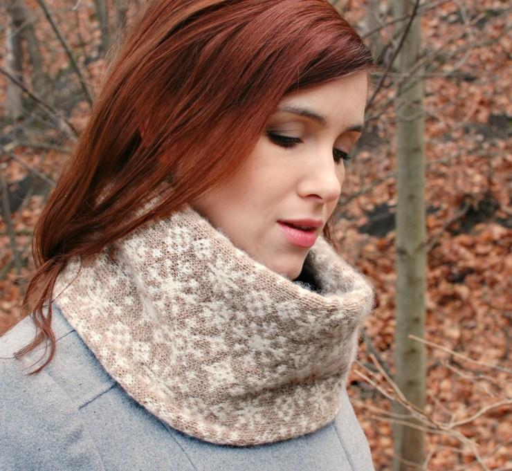 Xanadu Snowflake Cowl | knittedbliss.com