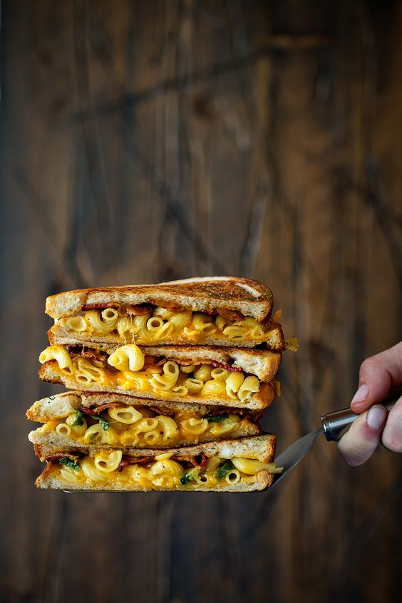 Pin Ups and Link Love: Bacon Mac and Cheese Melt | knittedbliss.com