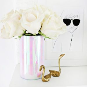 Pin Ups and Link Love: DIY Holographic Vase | knittedbliss.com