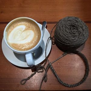 Pin Ups and Link Love: How to knit at a different gauge | knittedbliss.com