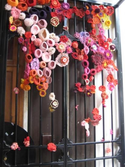 Pin Ups and Link Love: Yarnbombing | knittedbliss.com