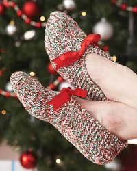 Knit these simple slippers for a gift or for youself.