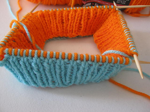 How to knit two hats at the same time on the same needles