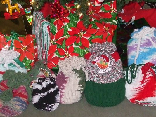 Knit gift bags to make Christmas a little greener.