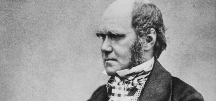 Charles_Darwin_seated_crop
