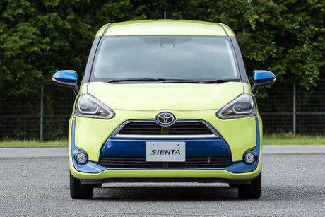 New Toyota Sienta depan