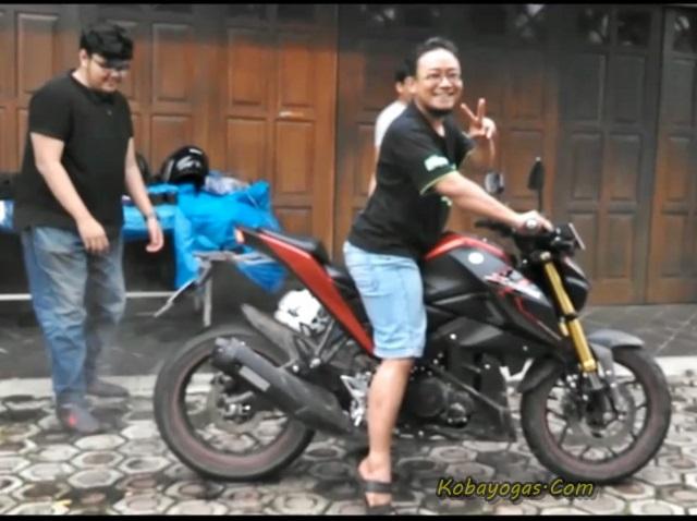 Adu Burnout Yamaha Xabre vs New CB150R 1