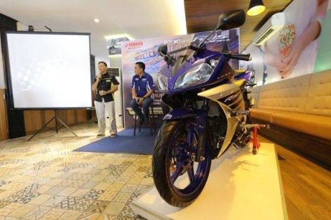 yamaha-R15-facelift-racing-blue-2016