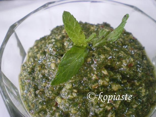 Pesto with mint and parsley