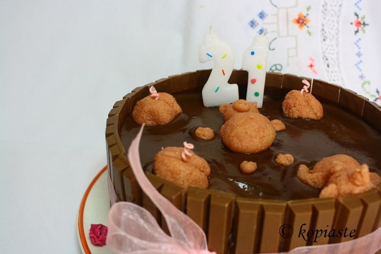 Piggies in mud cake