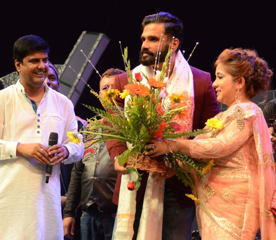 Bollywood Actor Sunil Shetty being felicitated with a bouquet of flowers during Prag Cine Awards 2016 at Nehru Maiden Tezpur on 15-05-16 night.pix by ub photos