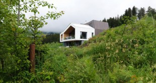 Austrian-mountain-retreat-surrounded-by-vegetation