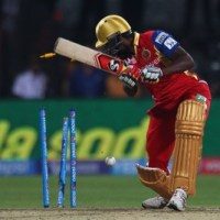 IPL Match 8: Warner Wins Batting Battle Against Gayle as SRH Edge Out RCB