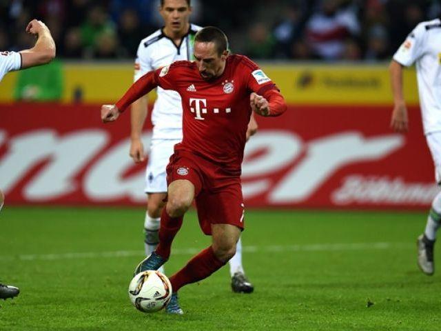 Franck Ribery vies