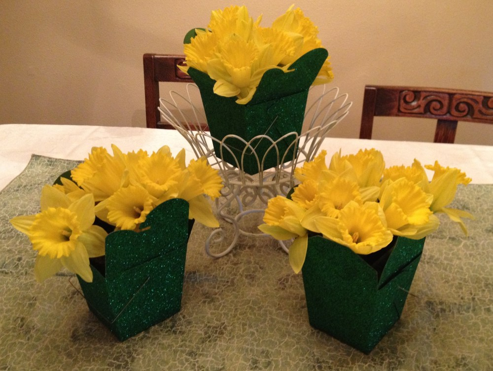 Simple Spring Daffodil Centerpiece