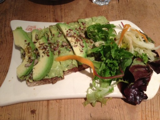 Organic toast topped with mashed avocado, avocado slices, citrus cumin-salt & lemon juice - Le Pain Quotidien
