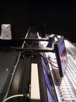 Monitorhalter sind auf der Schiene seitlich verschiebbar | Foto: Tobias Kühn