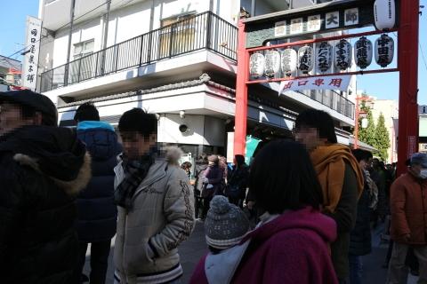 西新井大師参道入口