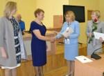 Za sumienną i profesjonalną pracę Kierownik Wydziału Oświaty wręczyła dyplomy czasowo pełniącym obowiązki dyrektorom placówek oświatowych Fot. vrsa.lt