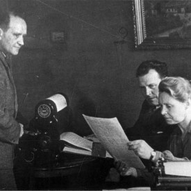 Petra Petersen, sammen med Alex Petersen og Alfred Lunde, 1945.