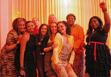 La promotion 2012-2013 du projet Entreprenariat fêtait la fin de la formation offerte par Oasis Centre des femmes.
