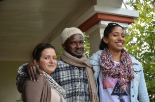 Baharh et Tanya en compagnie d'un guide, Ferme Wynne (photo Christiane Dumont).JPG