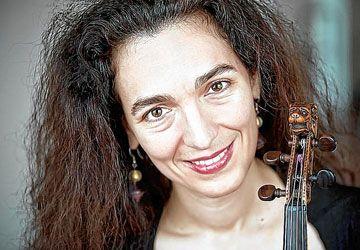 La violoniste Mira Glodeanu est invitée à Toronto par Tafelmusik.