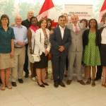 Des participants à la consultation sur les langues officielles à Toronto le 5 juillet. Au centre (cravate rouge): Randy Boissonnault, secrétaire parlementaire de la ministre du Patrimoine canadien.