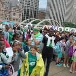 Les élèves de nos deux conseils scolaires se sont rassemblée en face de l'hôtel de ville de Toronto pour la levée du drapeau franco-ontarien.