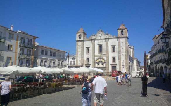 Place du Giraldo à Evora.