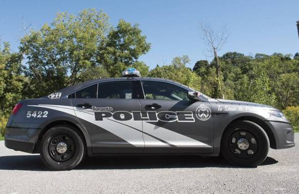 Une nouvelle autopatrouille grise de la police de Toronto.