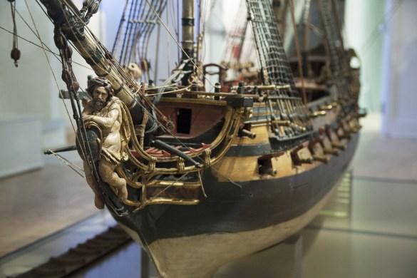 La reproduction précise d'un grand navire militaire, le Jupiter, fascine les visiteurs. (photo: Nadège Roy)