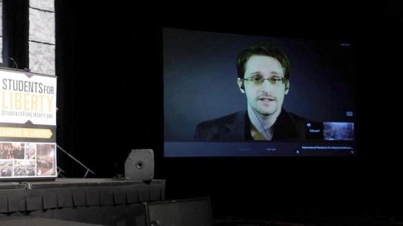 Edward Snowden, qui vit en exil en Russie, participe à des conférences à distance.