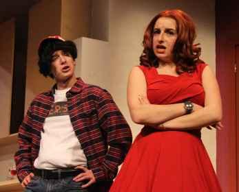 Le Théâtre Étienne-Brûlé monte la comédie «Jeune femme cherche homme désespérément»: deux filles et cinq gars sur scène. (Photo: Estreya Cohen)
