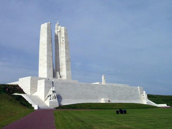 Le monument canadien à Vimy. (Photo: Carcharoth)