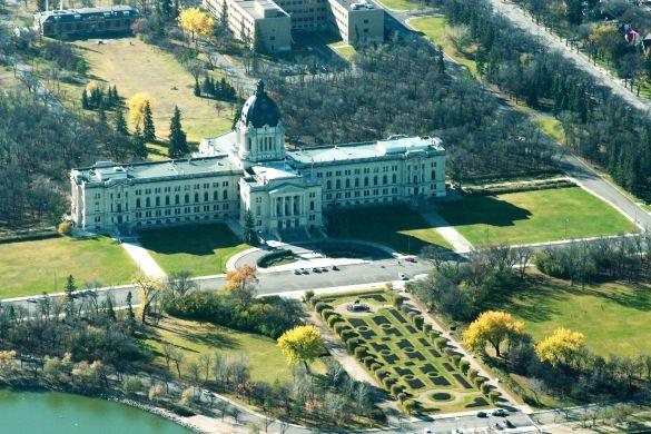 L'édifice de l'Assemblée législative de la Saskatchewan vu du haut des airs. (Photo: Daniel Paquet)