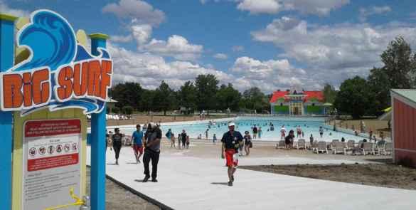 Un classique: la piscine à vagues au Wet'N'Wild Toronto.