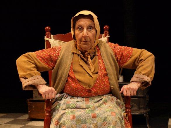 Viola Léger dans son personnage de la Sagouine.