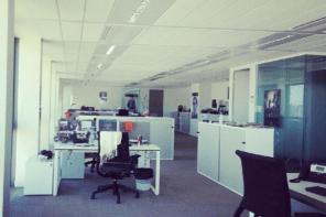 Allégorie de la solitude des jeûneurs au bureau pendant le Ramadan. [Vraie photo que j'avais prise en juillet 2012 pendant l'heure du déjeuner.]