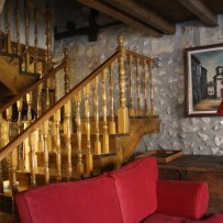 Salón y escaleras
